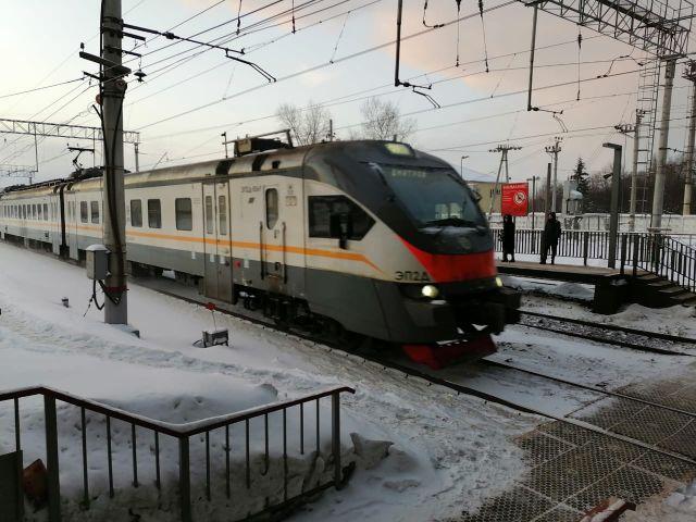 Поезд на МЦД-1 сломался и не поехал