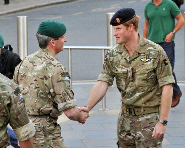 """Англия прекратила вывоз своих граждан и союзников из Афганистана и дарит им """"крокодиловы слезы"""" - фото 5"""