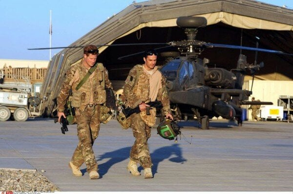 """Англия прекратила вывоз своих граждан и союзников из Афганистана и дарит им """"крокодиловы слезы"""" - фото 6"""