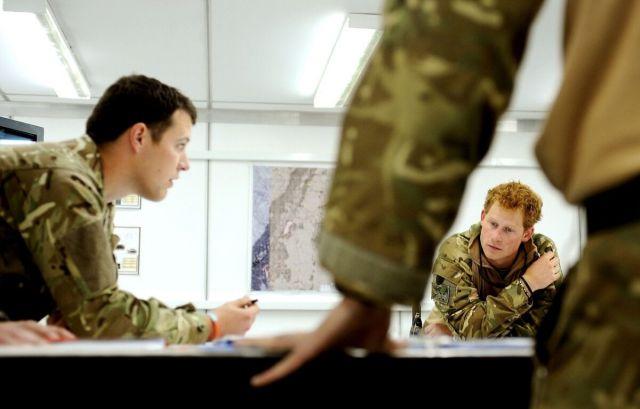 """Англия прекратила вывоз своих граждан и союзников из Афганистана и дарит им """"крокодиловы слезы"""" - фото 7"""