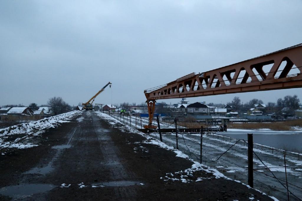 Губернатор Игорь Бабушкин ремонтирует мосты без маски, губернатор Кобзев следит за трещинами… - фото 1
