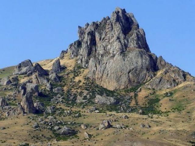 Гора Бешбармаг в Азербайджане стала природным заповедником - фото 1