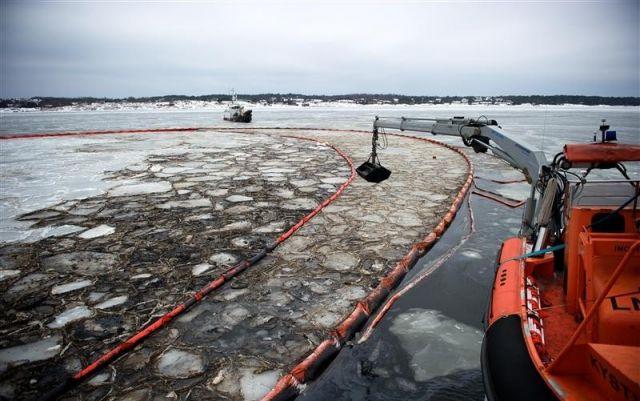Госдума приняла закон о предупреждении и ликвидации разливов нефти и нефтепродуктов - фото 1